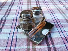 Free Salt And Pepper Set Royalty Free Stock Image - 4566596