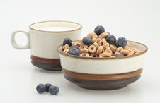 Free Cereal With Blueberry And Milk Stock Photo - 4573870
