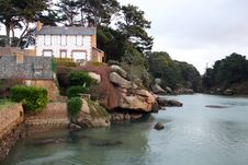 Free House Along A Rocky River Royalty Free Stock Photography - 4577277