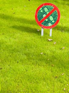 Don T Walk On The Grass Here! Royalty Free Stock Images