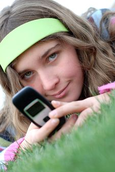 Free Young Girl And Cellphone Stock Images - 4587884