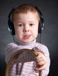 Free The Child With Ear-phones Royalty Free Stock Image - 4588526