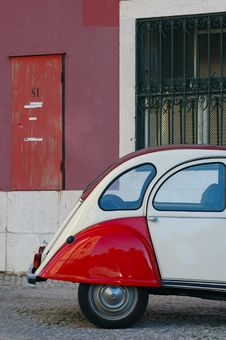 Free Colored Car Stay Near Colored Wall Royalty Free Stock Image - 4590426