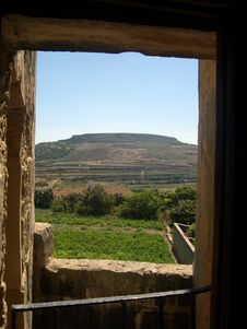 Free Window Over Field, Gozo (Malta) Royalty Free Stock Photos - 4596318
