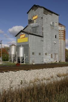 Free Grain Elevator Royalty Free Stock Images - 465619
