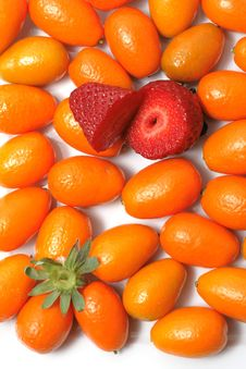 Strawberry And Kumquats Stock Photography