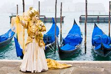 Free Gold In Front Of Gondolas Stock Photography - 4607712