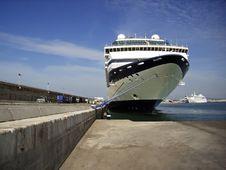 Free Giant Cruise Ship Royalty Free Stock Photo - 4610315