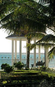 Free Gazebo , Ocean, Palms Garden Stock Photography - 4617622