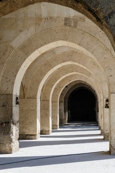 Free Arches And Columns In Sultanhani Caravansary On Stock Images - 46183424