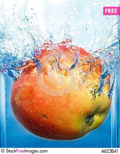 Free Splashing Apple Stock Image - 4623841