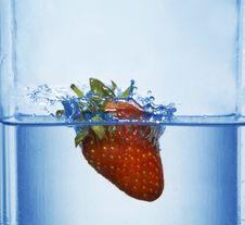 Free Splashing  Strawberry Stock Photos - 4623813