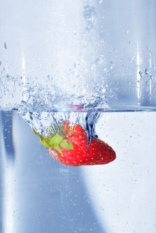Free Splashing  Strawberry Stock Photos - 4623823