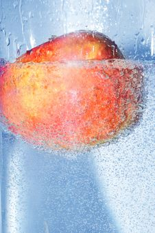 Splashing Apple Royalty Free Stock Photos