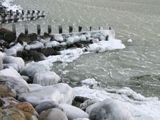 Free Frosty Sea Water Royalty Free Stock Photo - 4624375