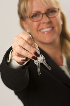 Free Woman Presenting Keys Royalty Free Stock Photos - 4624428