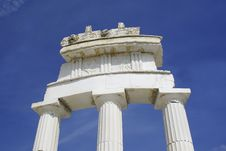 Free Greek Architecture With White Marble Royalty Free Stock Photography - 4626997