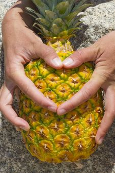 Free Thumbs Form A Heart On The Pineapple Stock Photos - 46231233