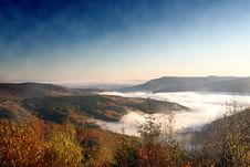 Free Mist Between Mountains Royalty Free Stock Images - 4639429