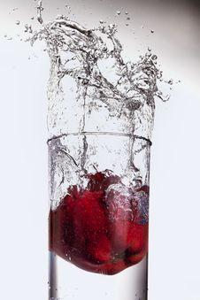 Free Apple Splashing In Glass Of Water Stock Photos - 4644773