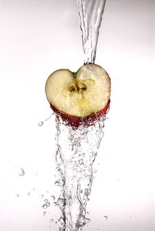 Free Water Pouring Off Red Apple. Stock Photography - 4644812