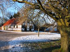 Free Farmhouse In Winter  - Christmas Royalty Free Stock Photography - 4646707