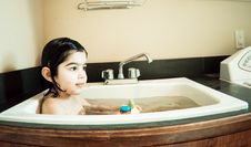 Free Girl In The Sink2 Royalty Free Stock Image - 4653556