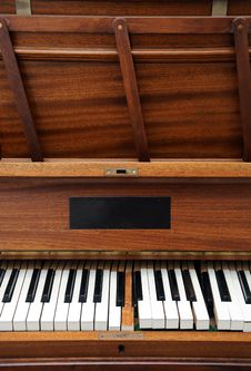 Free Old Piano Royalty Free Stock Photos - 4654678
