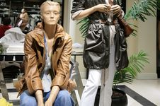 Free Mannequins In Store Royalty Free Stock Images - 4659889