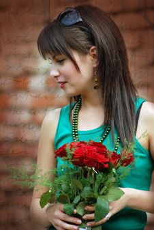 Free Beautiful Girl With Red Roses Royalty Free Stock Images - 4665169