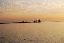 Free Ship On The Horizon Royalty Free Stock Photography - 4665907