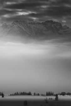 Free High Mountains In Misty Day Royalty Free Stock Photos - 4666948
