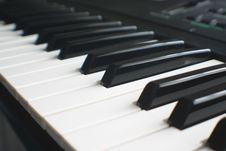 Free Synthesizer Keyboard Royalty Free Stock Image - 4667346