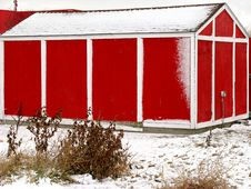 Free Snow Covered Red And White Shed Stock Photography - 4670492
