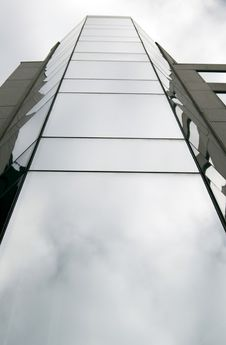 Free Modern Glassy Building Royalty Free Stock Photography - 4671507