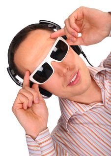 Free Young Man With Sunglasses And Headphones Royalty Free Stock Photography - 4674907
