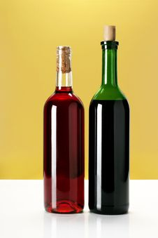 Free Bottles Of Wine Royalty Free Stock Photography - 4675467