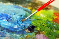 Free Small Painbrush Is Mixing Colors Stock Images - 4676004