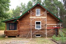 Free Log Home And Scaffolding Royalty Free Stock Image - 4677106