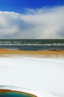 Free Seaside Behind Heavy Snow Royalty Free Stock Image - 4682996