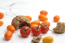 Free Tomato And Bread Royalty Free Stock Photography - 4685177
