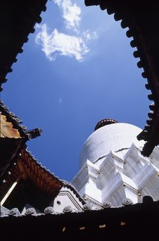 Free White Buddhist Stupa Stock Photos - 4687283