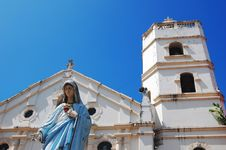 Free Mary With Church Background Royalty Free Stock Image - 4689016