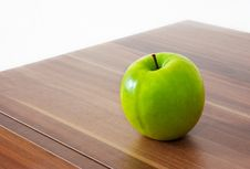 Free Green Apple On The Table Stock Image - 46811451