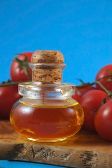 Free Oil Olive And Tomatos Royalty Free Stock Photography - 4690067