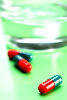 Free Green And Red Capsules Stock Photo - 4691800