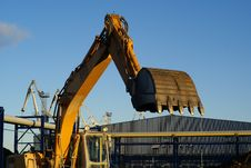 Free Hydraulic Excavator At Work Stock Image - 4693331