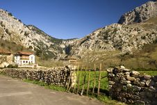 Free Village And Mountains Royalty Free Stock Images - 4693529
