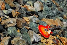 Free Vintage Electric Guitar On The Rocks Royalty Free Stock Photography - 4695527