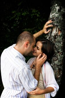Free Kissing Couple Royalty Free Stock Photos - 4698608